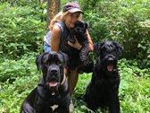 Christiane M.-K. mit ihren drei Hunden.